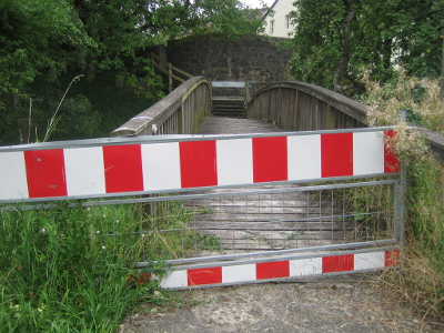 Brücke gesperrt